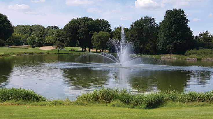 The lake and fountain are seen upon entry to Grand Geneva and just off the 18th hole of The Brute.