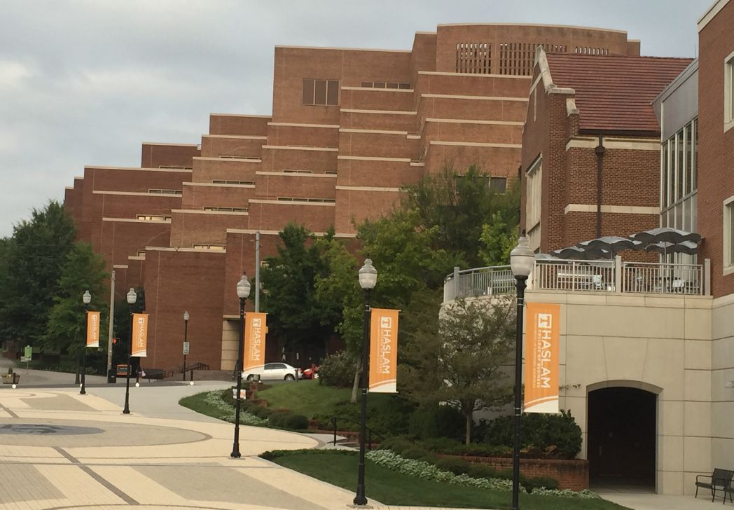 The University of Tennessee uses CommScope's powered fiber cable system to deploy more outdoor wireless access points and security cameras across campus. Its IT department is deploying Wi-Fi and IP-based cameras using centralized cabling architecture that is concealable in lampposts and existing street works.