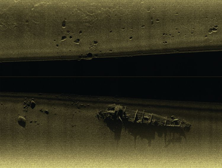 BlackFin sidescan image of the wreck of the ex-minesweeper VT100 in Bedwell Bay, Port Moody, BC.