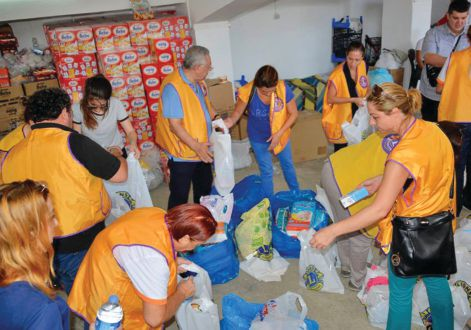 Lions in of District 118-E in Turkey provide desperately needed supplies to a massive influx of refugees.