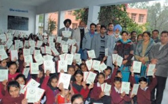 The Hoshiarpur Samarpan Lions Club in India provides students with books.