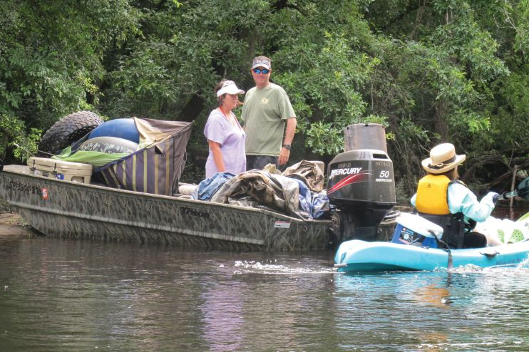 Kingstree Lions and others clean the Black River.