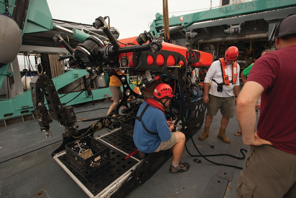 Nereid HT hybrid ROV and AUV underwater robot on engineering sea trials off Panama, August 2016. Preparing for launch from the MV Alucia back deck. Photo credit: Alex DeCiccio, Woods Hole Oceanographic Institute (WHOI).