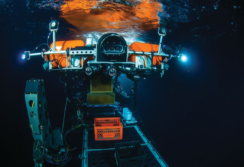 Nereid HT hybrid ROV and AUV underwater robot on engineering sea trials off Panama, August 2016. Front view of Nereid with triscopic 3D camera above the three housed HD panoramic camera array below. Photo credit: Luis Lamar, Woods Hole Oceanographic Institute (WHOI).