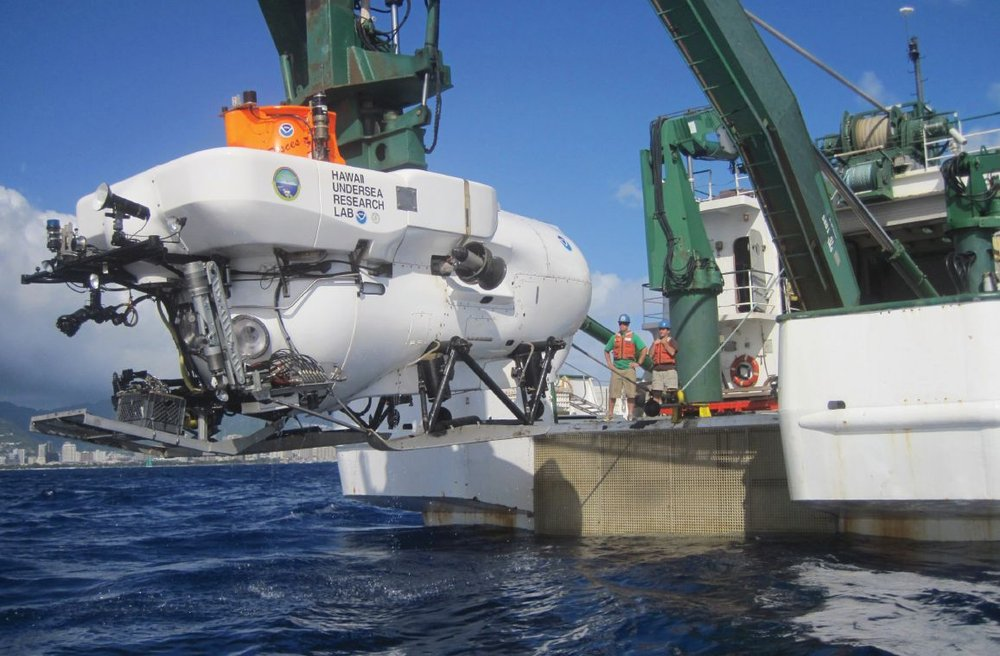 HURL's Pisces submersible being launched from research vessel.