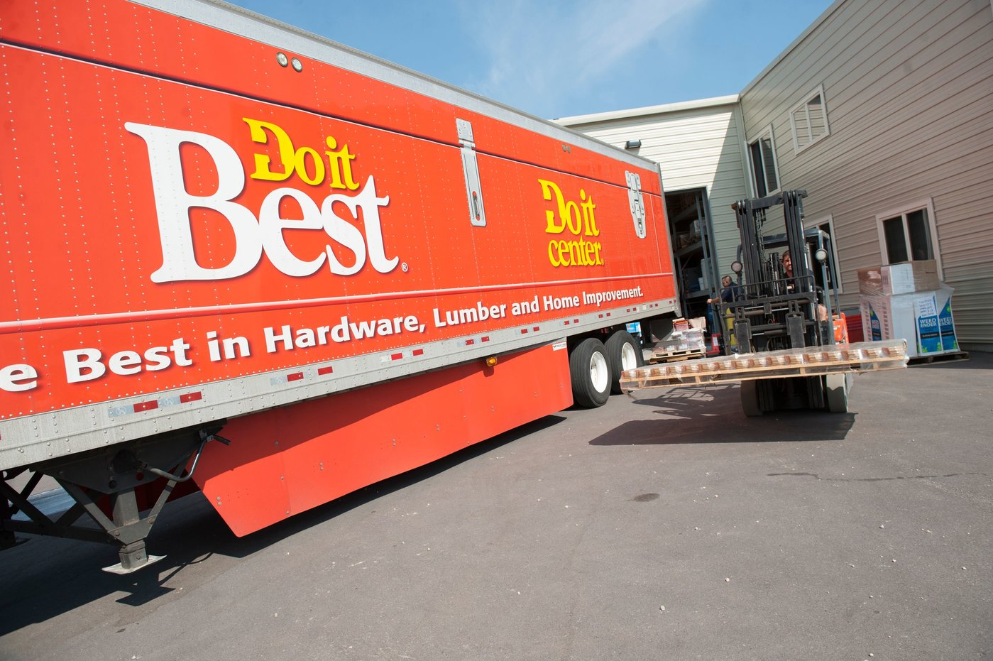 Do it Best trucks are doing their best to keep members stocked with product.