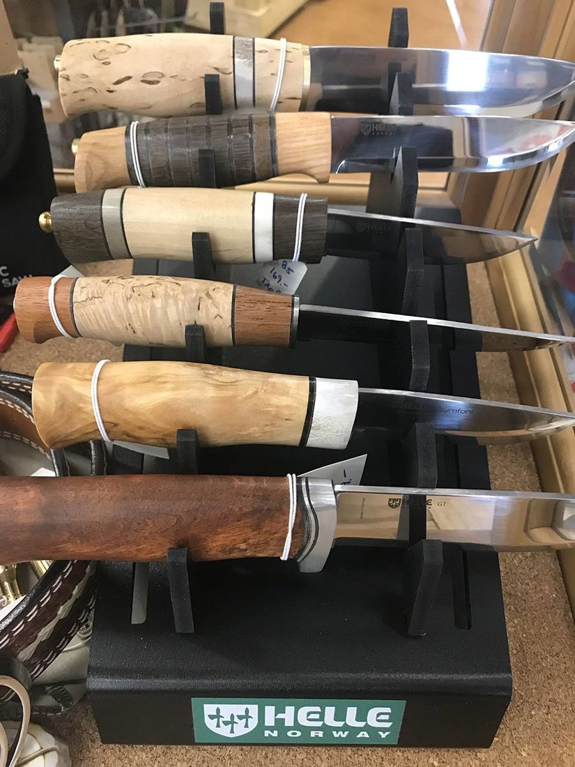 The unique product assortment includes Helle knives from Norway and Hults Bruke axes from Sweden.
